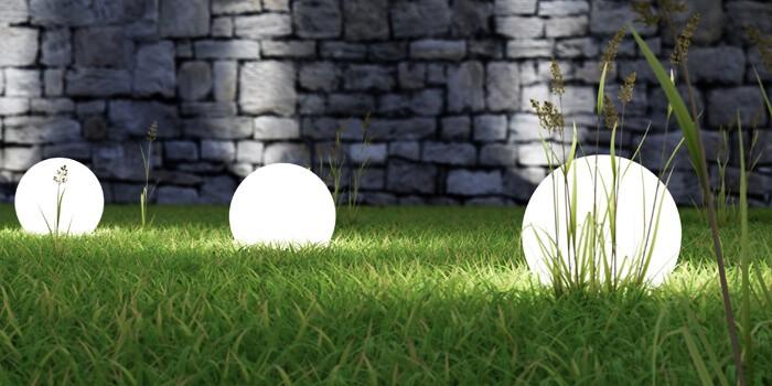 Gartenbeleuchtung auf Rasenfläche